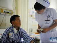 أطفال فقراء مصابون بمرض القلب الخلقي يخضعون للعلاج المجاني بوسط الصين