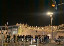 قوات الاحتلال تقمع المواطنين المقدسيين في منطقة باب العامود بالقدس المحتلة  11