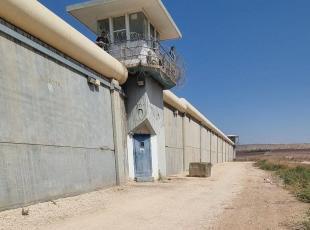 اغلاق فتحة نفق سجن جلبوع بمكعب اسمنتي