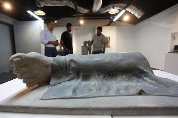 معرض فني يجسد معاناة مبتوري الأطراف في قطاع غزة 4