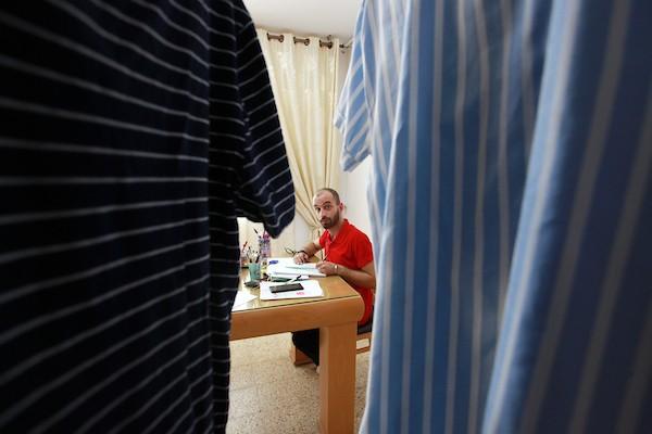 الشاب يحيى حسين (28 عاماً) من قرية
