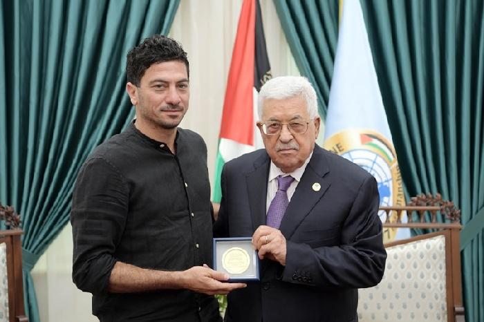 صورأبومازنخلالاستقبالهالشاعرالفلسطينيمرونمخول